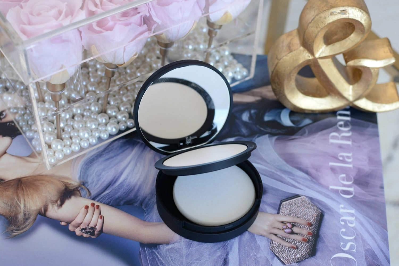 t Cosmetics Bye Bye Pores Poreless Finish Airbrush Pressed Powder