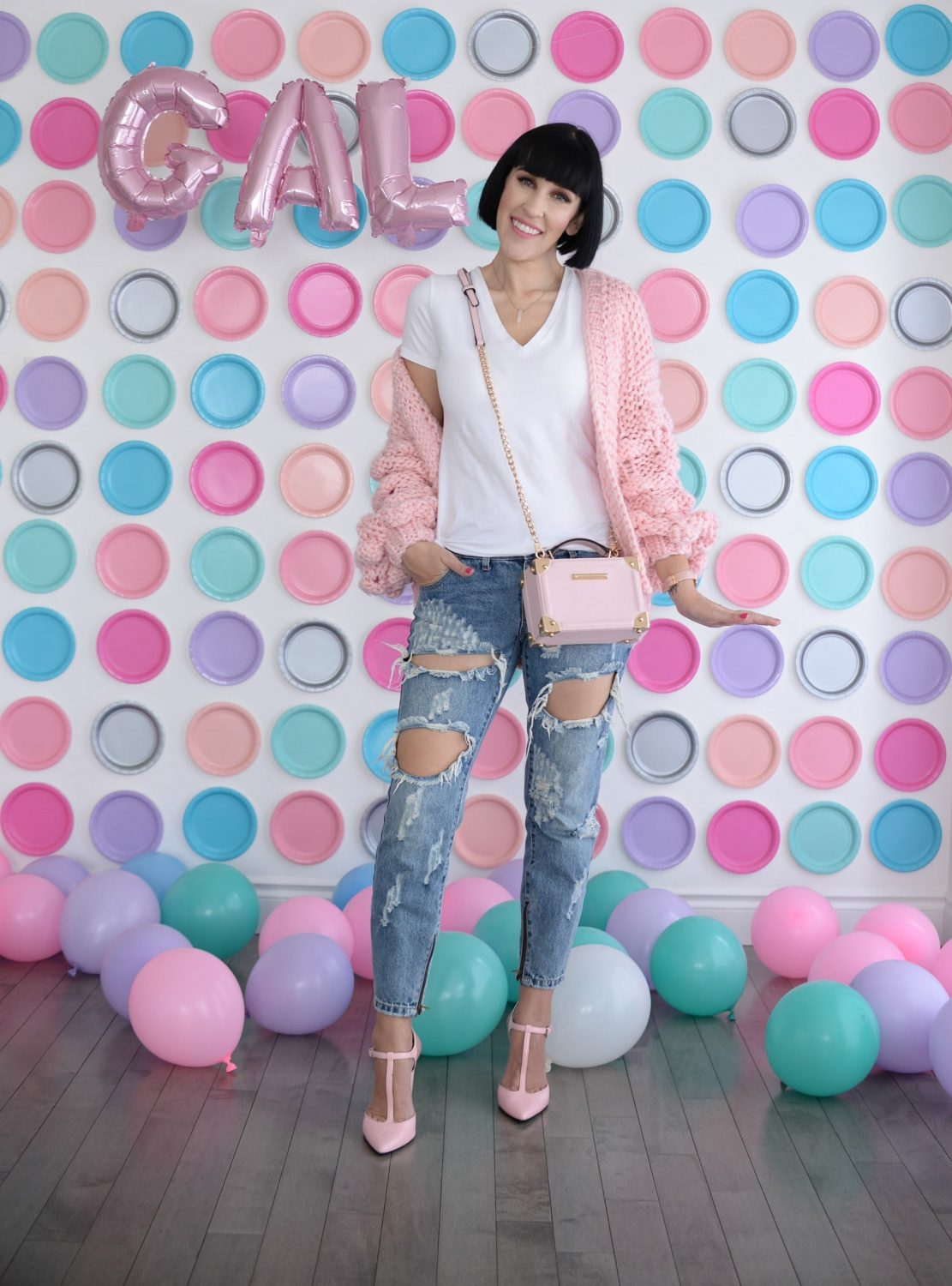 Pink Chic Wish Sweater, Plate backdrop, pink balloons (1)