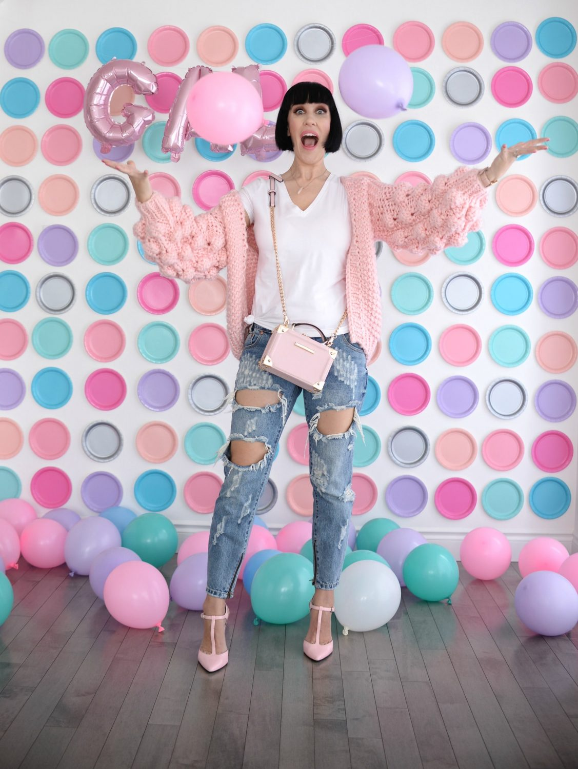 Pink Chic Wish Sweater, Plate backdrop, pink balloons (3)