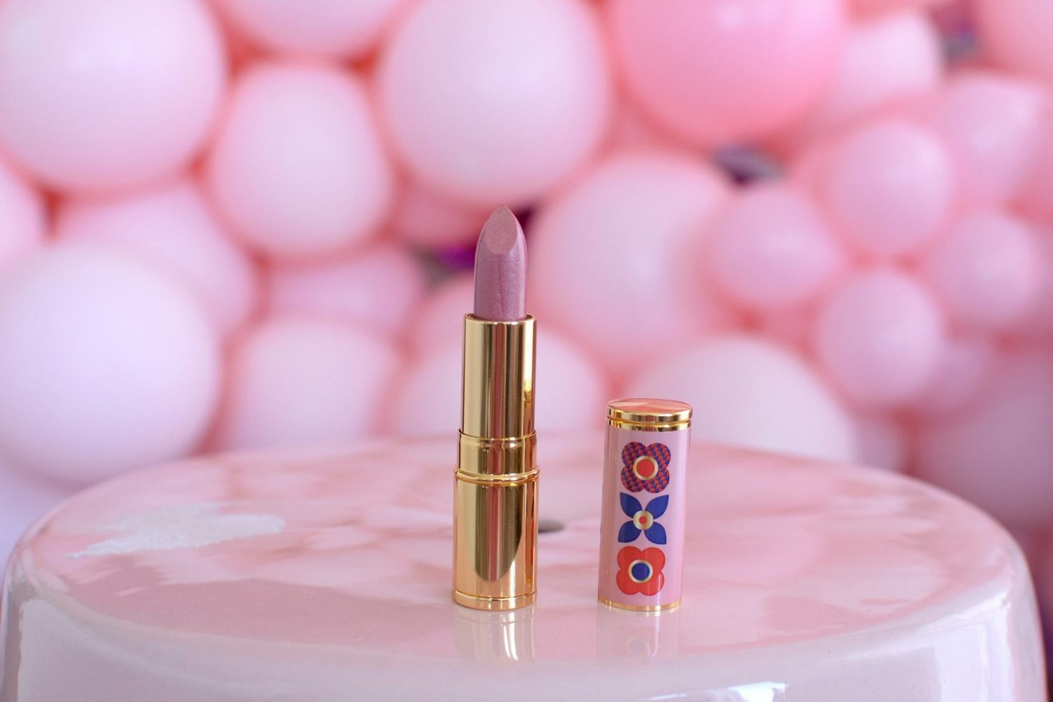 Avon Iconic Lipstick in Pink Blossom