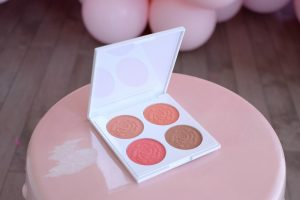 Avon Iconic Blooming Blush Palette