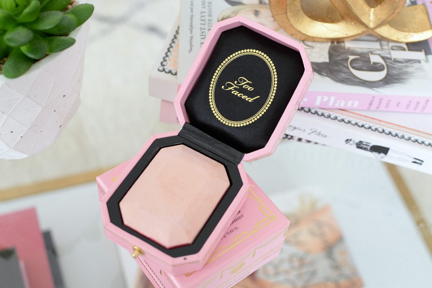 Too Faced Diamond Light Multi-Use Highlighter in Diamond Fire