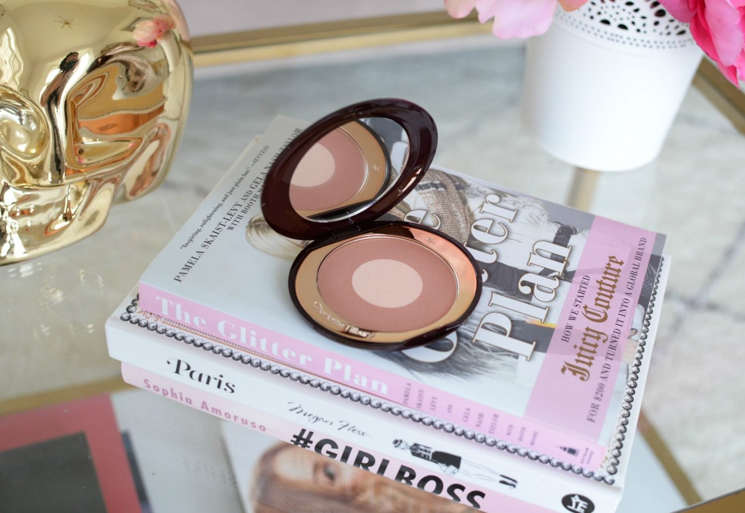Charlotte Tilbury Cheek To Chic Swish & Glow Blusher in Pillow Talk