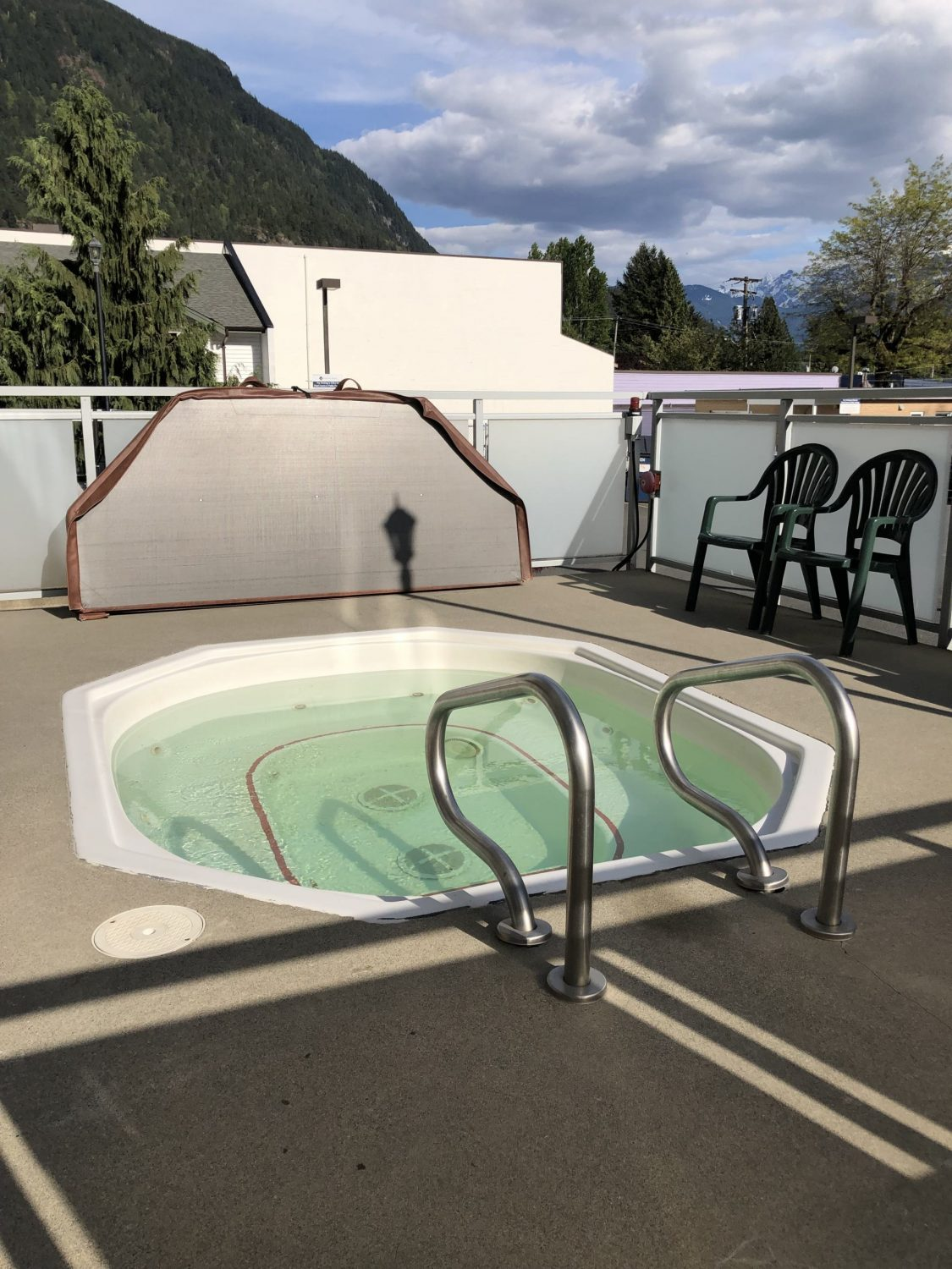Harrison Hot Springs Beach Hotel