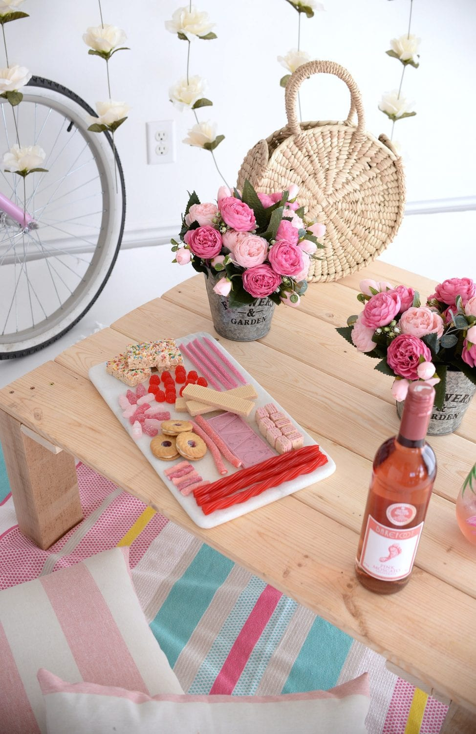 Steps to Creating the Perfect Indoor Picnic