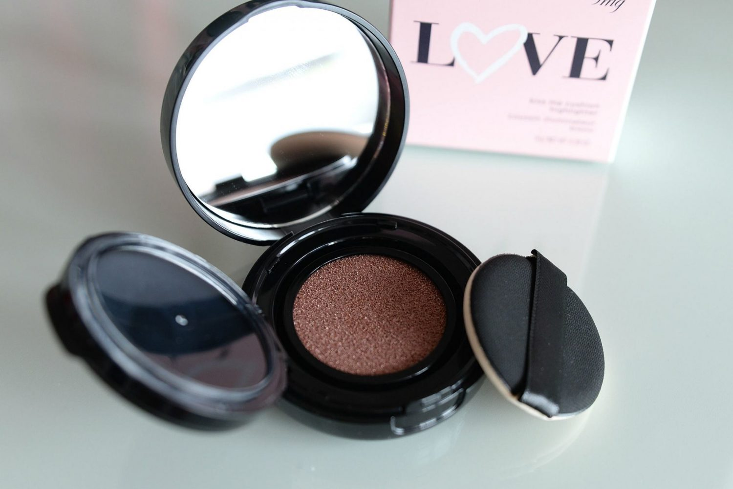 Avon fmg Colors of Love Kiss Me Cushion Highlighter