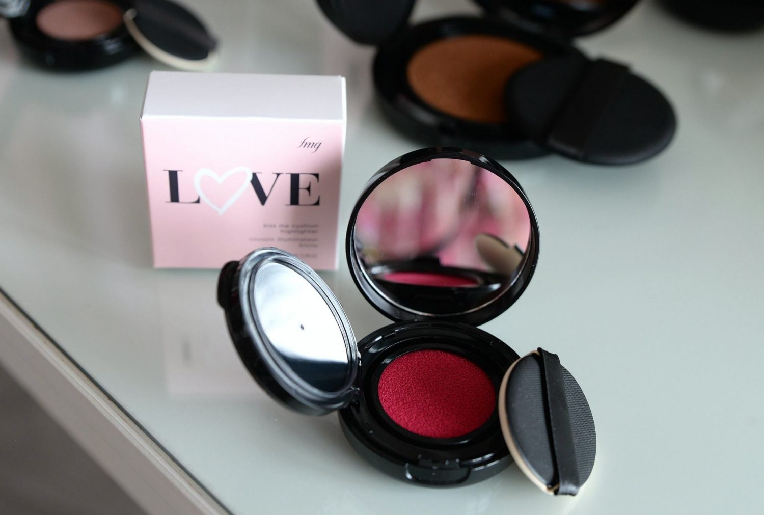 Avon fmg Colors of Love Kiss Me Cushion Blush